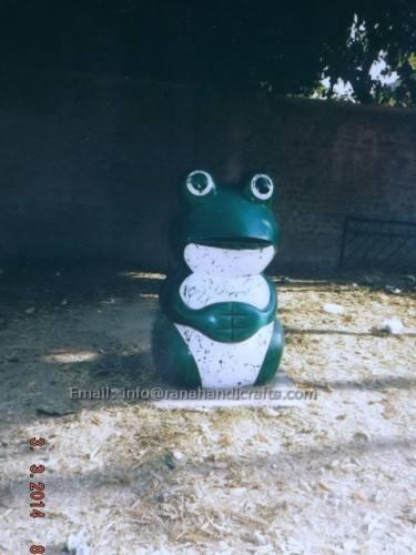 frog-dustbin-fiberglass