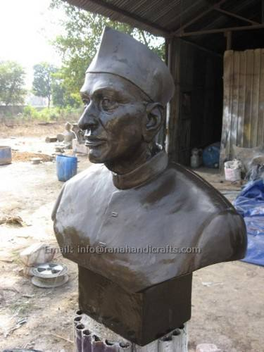 minister face sculpture
