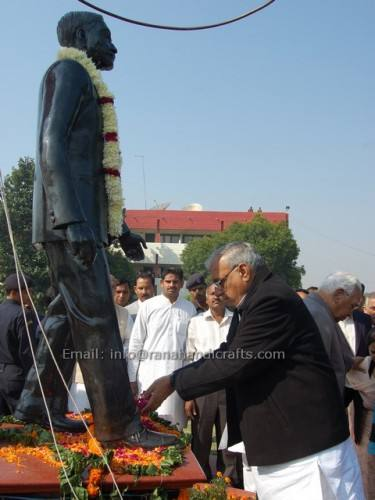 Haryana Chief Minister inaugrating sculpture
